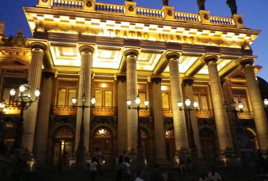 Théâtre Juarez de nuit