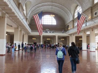 Le hall où attendaient les immigrants