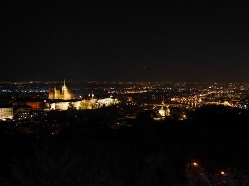 Vue nocturne depuis Petrin